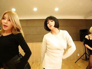 miniskirt - एओए