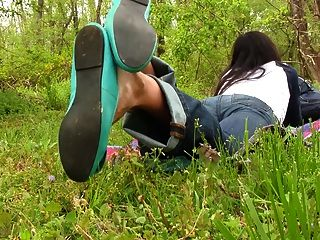 एरिका नंगे पैर के तलवे पूर्वावलोकन के साथ उसके बैले फ्लैट झूलने