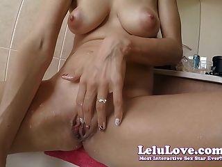 स्नान में Lelu प्यार हजामत बनाने का काम बिल्ली पैर कांख