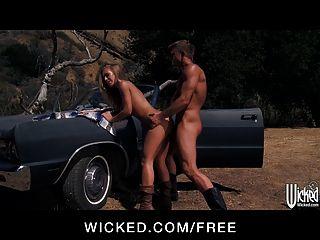 दुष्ट - गर्म गोरा निकोल एनिस्टन एक सहयात्री को चुनता है