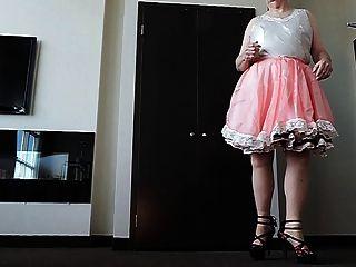 गुलाबी रंग की पोशाक में बहिन बहिन रे 2