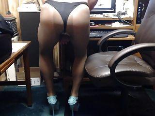 pantyhose और ऊँची एड़ी के जूते नाटक में crossdresser