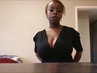भारी स्तन के साथ जीवन शैली महिला