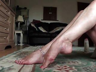 एमआईएलए क्रीम और तंग पैर