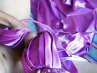 साटन प्रोम पोशाक मुर्गा स्ट्रोक, स्तन पर समाप्त सह डब्ल्यू सूचक