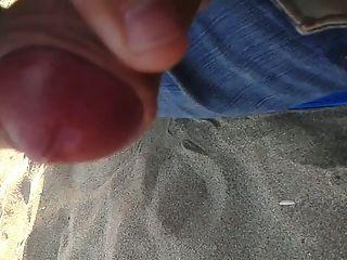 समुद्र तट पर Cuming