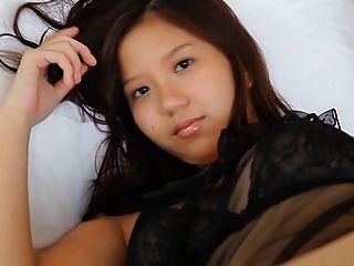 सॉटकोर एशियाई अधोवस्त्र मोजा तंग