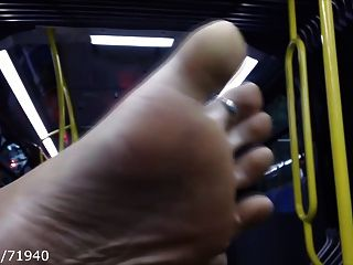 खरा फीट और बस पर तलवों