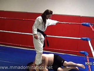 मिश्रित fight- headscissor beatdowns humillation रौंदते