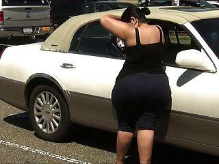 विशाल गधे के साथ स्पैन्डेक्स में सुपर मोटी लातीनी एमआईएलए !!