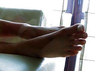अद्भुत पैर की उंगलियों और पैर