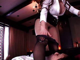 विशाल बड़ा एक blowjob कर रही स्तन के साथ जापानी