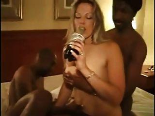 दो काले लंड के साथ शौकिया पत्नी।