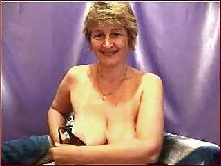 उत्तम दर्जे का उत्तम दर्जे स्तन के साथ परिपक्व