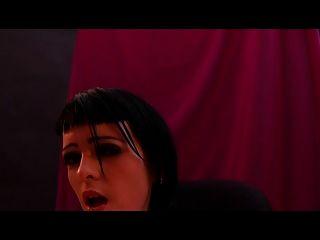पिशाच मास्टर द्वारा गुंडा लड़की squirting