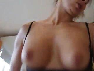 सेक्सी शौकिया पत्नी पीओवी बकवास n चूसना देता है