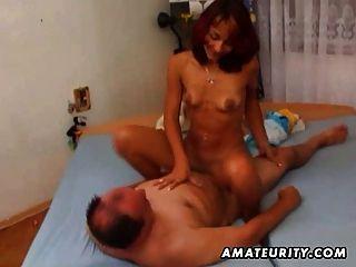 शौकिया प्रेमिका गड़बड़ है और एक मोटा आदमी द्वारा facialized