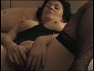 फ्रेंच दादी संभोग करने के लिए खुद को पेश करती है
