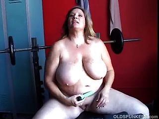 सुंदर मोटा शौकिया milf कुछ भारी स्तन और एक मोटी है