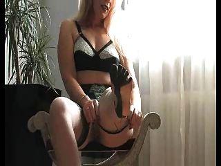 सेक्सी फ्रेंच महिला एफएफ मोज़ा और ऊँची एड़ी के जूते