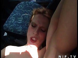 फ्रेंच फूहड़ आउटडोर और कार में sodomized हो जाता है