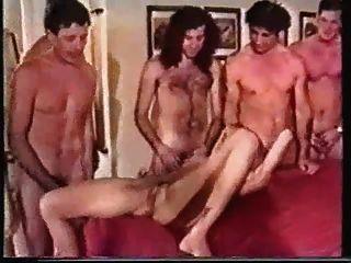 महिला के 10 पुरुषों द्वारा गड़बड़