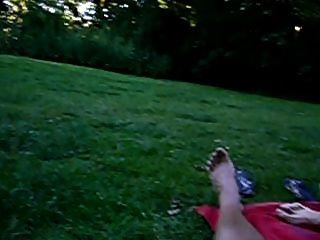 सार्वजनिक पार्क में मलाईदार handjob
