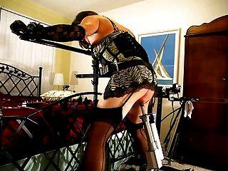 लिटिल मिस क्राइस्टि गड़बड़ और रोबोट मशीनों द्वारा spanked