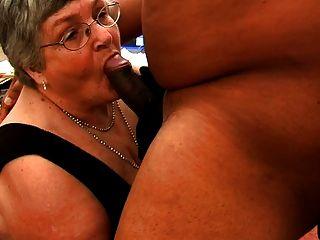 दादी काला मुर्गा पसंद