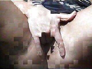 मेरा एक दोस्त वापस यार्ड में मेरे लिए हस्तमैथुन