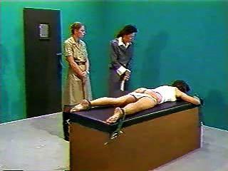 जेल में शारीरिक दंड