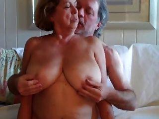 बड़े boobed परिपक्व महिला अपने पति के 3 -wear-ट्वीड की सवारी