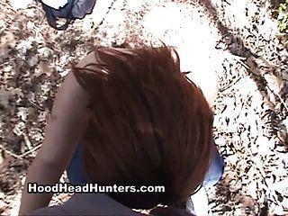 जंगल में काले डिक चूसने।