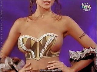 शरीर चित्रकला - टीवी शो पर नग्न