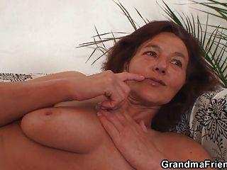 दो सींग का साथी दादी बकवास