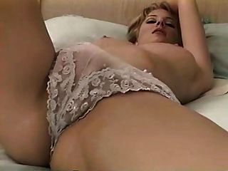 सफेद undies में जेनिफर