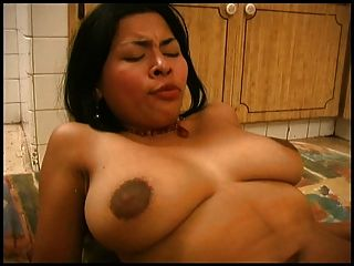 रसोई में लैटिना लड़की कमबख्त