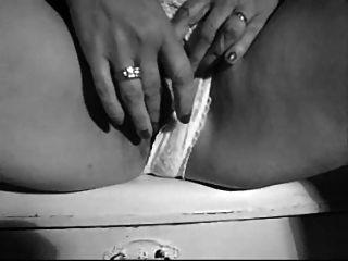 Jayne wets उसकी पैंटी पर pt1
