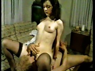 क्लासिक अश्लील मोज़ा में परिपक्व सेक्स