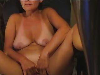 44 वर्ष गृहिणी घर पर masturbates
