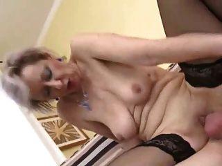 सुंदर अधोवस्त्र में गर्म महिला के साथ सेक्स
