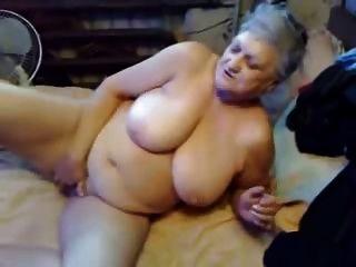 दादी अभी Masturbates प्यार करता है!शौक़ीन व्यक्ति