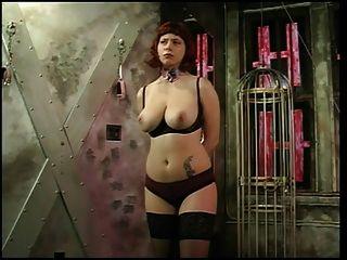 बड़े स्तन रेड इंडियन उसके स्तन उसके मालिक द्वारा महसूस किया जाता है