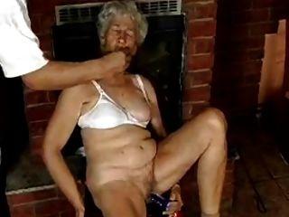 dildos के साथ बालों दादी