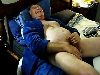 बिस्तर पर कामुक पिताजी सह