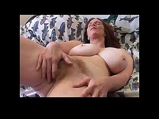 Busty milf 40 से अधिक हस्तमैथुन बीवीआर