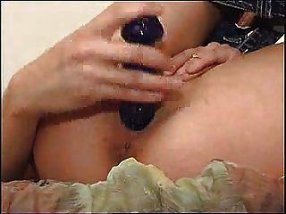 सुंदर लड़की अपने गधे puckeeed FM14 दिखाने