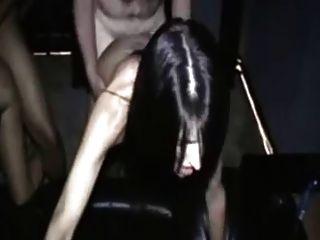 एक शौकिया वयस्क थियेटर में दो महिलाओं