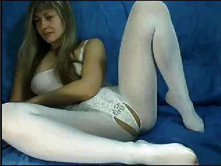 सफेद Catsuit में वेब कैमरा एमआईएलए