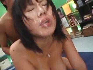 जापानी लड़की बड़े स्तन bukake
